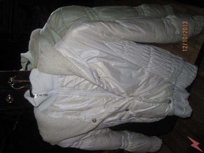 Белоснежная куртка с капюшоном для девочки на зиму, МОСКВА