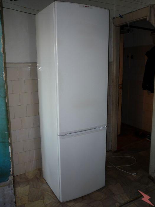 Двух метровый исправный холодильник Bosch,  Красноярск