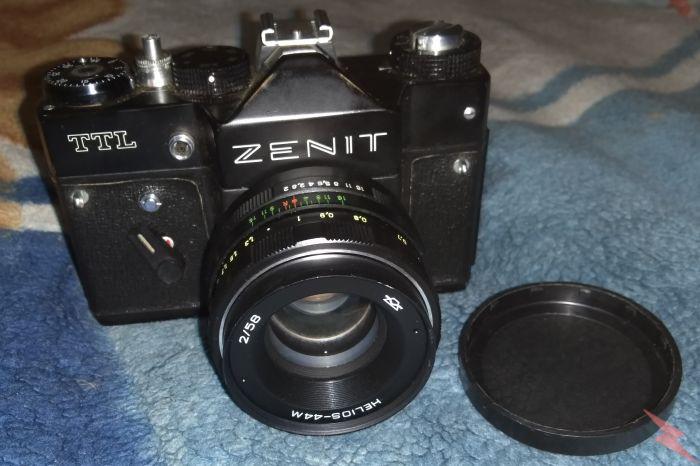 Фотоаппарат Зенит TTL в кожаном чехле, Самара