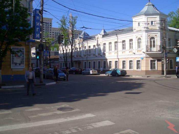 Здание на участке 560 кв. м. по Среде-московской 12б, Воронеж